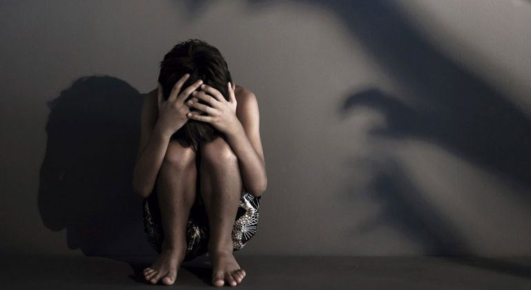 Juzgan a un cirujano francés por pedofilia: durante 30 años anotó los abusos que cometió