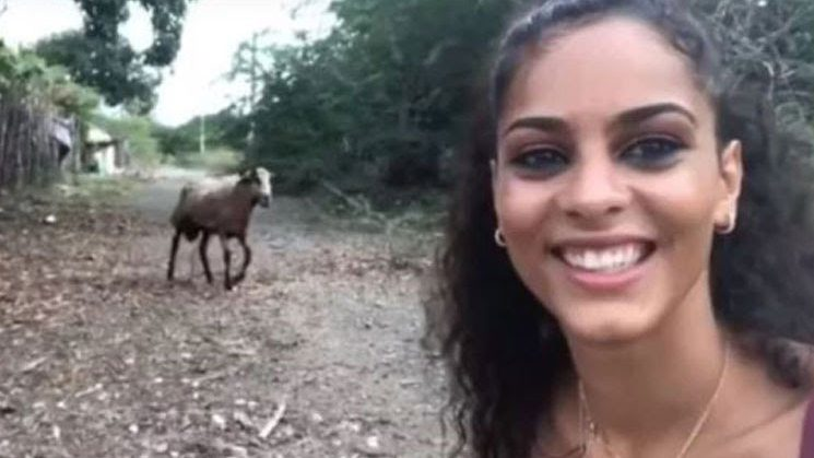 Selfie con la cabra sale mal