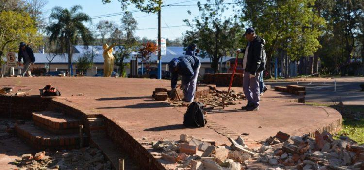 Trabajos de remodelación de la Plazoleta la Paloma de Montecarlo