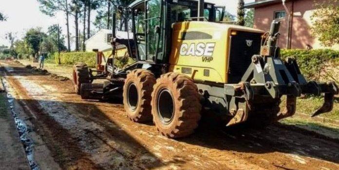 Obras Públicas : Arreglan calles terradas en Itaembé Miní y Villa Cabello