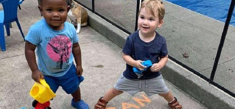 Amigos para siempre: el emotivo abrazo de dos bebés inseparables de Nueva York que se volvió viral