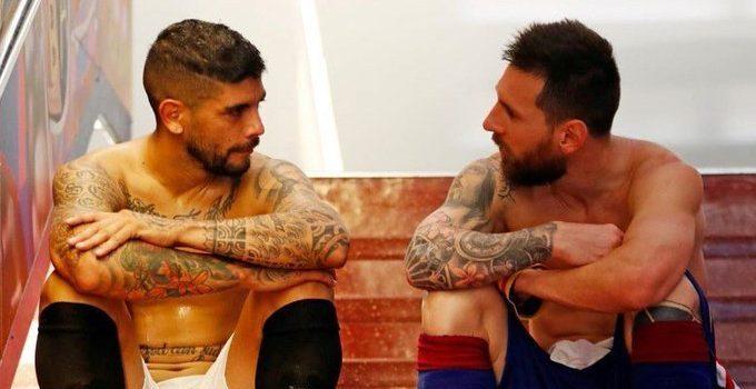 Messi y Banega, rivales y amigos